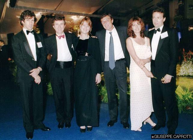 Paolo Barilla , all'estrema sinistra, e Giuseppe Caprotti, all'estrema destra a una conferenza del CIES a Singapore, nel 1997.